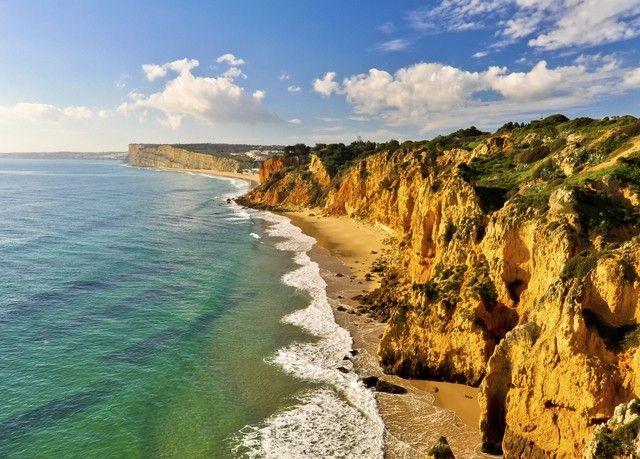 Vola in Portogallo con un risparmio fino al 16%