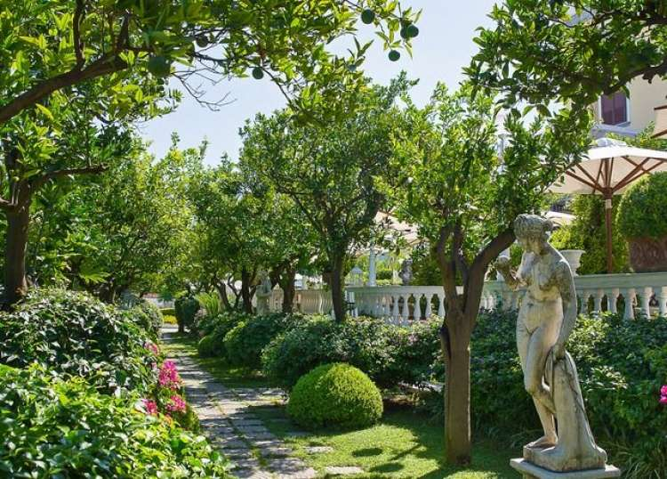 Vacanza a Castellammare di Stabia in Hotel a 4*
