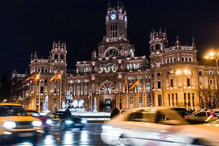 Plaza de Cibeles di notte