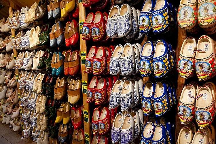 Tipici zoccoli di legno