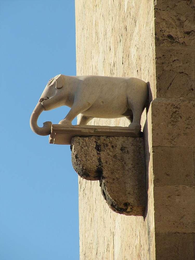 Particolari della Torre dell'Elefante