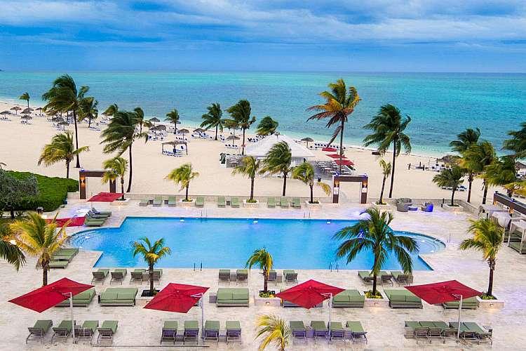 Grattacieli e spiagge bianche tra New York e Grand Bahama