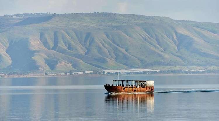 Barca sul lago di Tiberiade