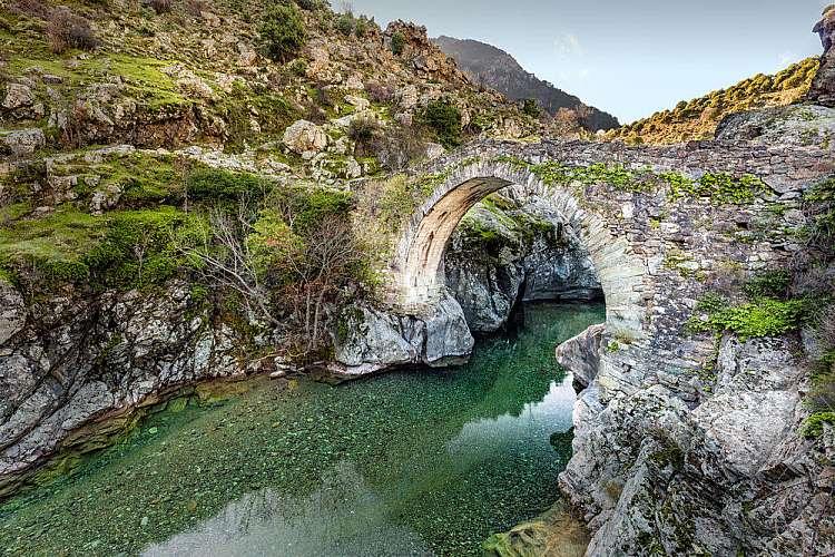 Tour in moto in Corsica: 8 giorni in moto tutto incluso da €1.399