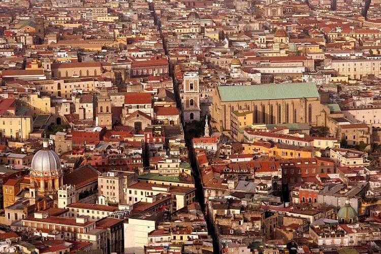 Tour classico di Napoli, la metropoli dai mille colori e tradizioni