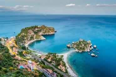 Agosto sulla costa orientale della Sicilia