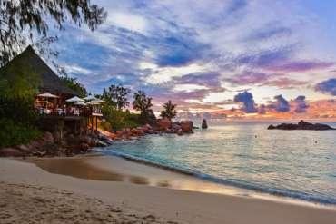 Vola alle Seychelles a partire da 875 euro solo colazione