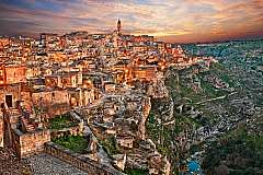 Matera: tra grotte, dimore, chiese rupestri e tradizioni da 299 euro