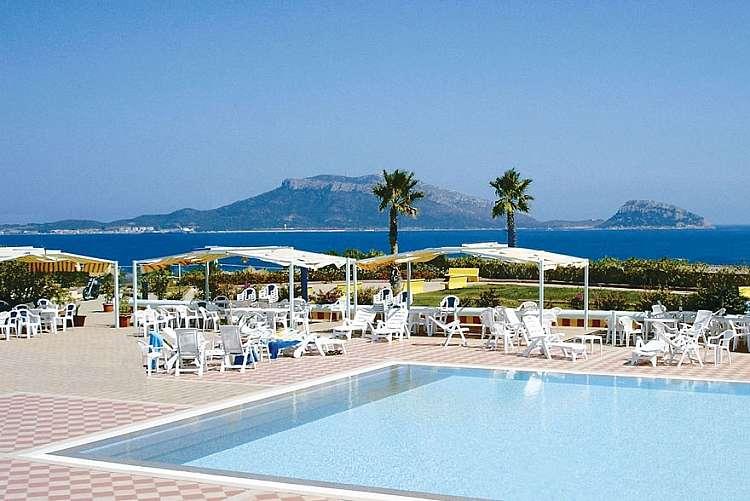 Baia Aranzos Club Hotel in Sardegna da 739 euro