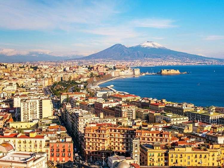 Weekend a Napoli: una fuga indimenticabile nella città dei presepi