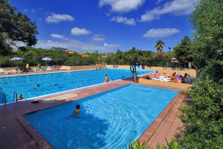 Club Hotel Baiaverde: prenota prima per una vacanza a pochi passi dal mare nel nord Sardegna