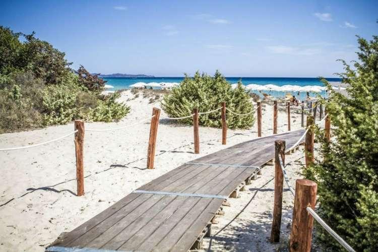 Hotel Villas Resort: porta la tua famiglia a Costa Rei per l'estate 2019, la pensione completa è in regalo!