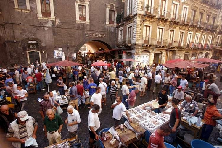 Vivi uno genuino street food in Sicilia: la Catania che non ti aspetti!