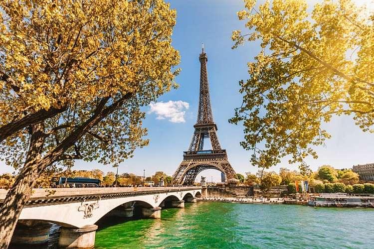 Weekend a Parigi: offerta 2 notti + voli per 2 persone da 450 euro