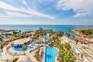 Adams Beach Hotel 5 stelle: prenota oggi la tua estate 2019 a Cipro pensione completa