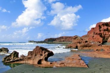 Itinerario a Lanzarote  fra paesaggi lunari, cactus e acque smeraldo