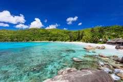 Cerf Island e Praslin: soggiorno in mezza pensione + volo da 1819 €