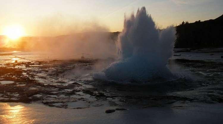 Viaggio Fly & Drive in Islanda: 7 notti e Noleggio auto da € 955,00