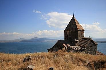 Armenia: tour in auto tra natura, monasteri e siti archeologici