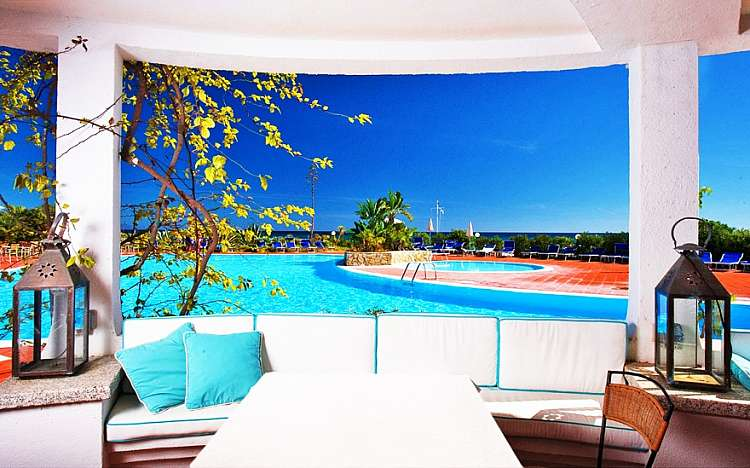 Sardegna con il 73% di sconto: Hotel 4*& 5* + Volo da soli € 399
