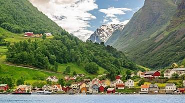 Tour di Gruppo: sogno di una notte di mezza estate in Norvegia solo colazione