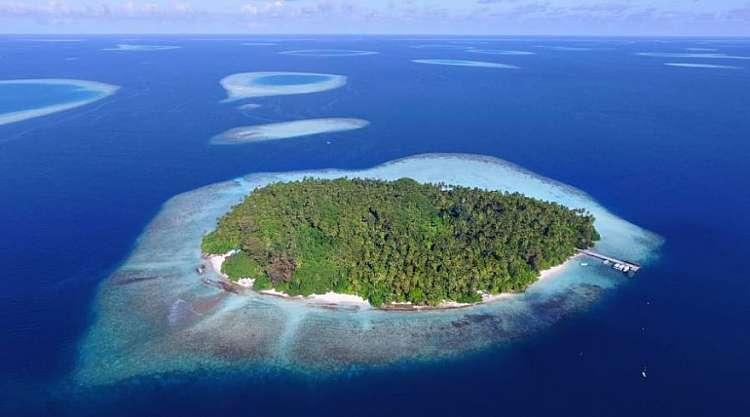 Scopri  Biyadhoo Island Resort 3 stelle nell'Atollo di Male Sud