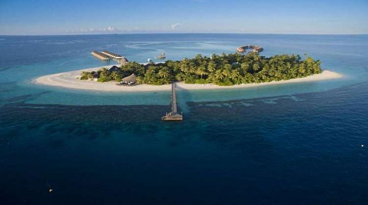 Angaga Island Resort 4 stelle situato nell'Atollo di Ari