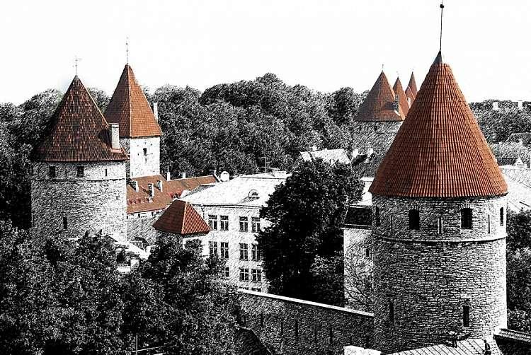 Tallinn Capitale Estone con traghetto per Helsinki