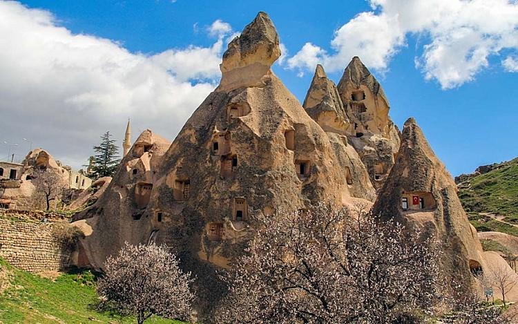 Tour Cappadocia e Caicco: tra i camini di fata e la costa turchese