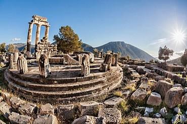 Tour di Delfi, Meteora e Atene: i luoghi simbolo della Grecia classica mezza pensione