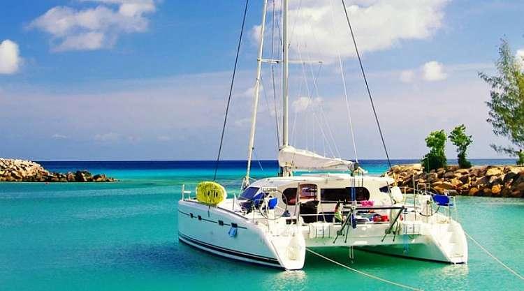 SEYCHELLES - MAHE'  Crociera yoga and sail in catamarano