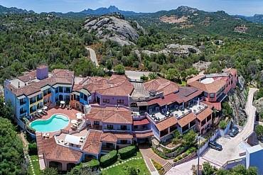Sardegna Baja Sardinia in mezza pensione nell'hotel Li Graniti da 519€ mezza pensione