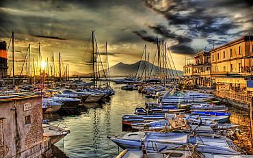 Tour completo di Napoli tra il centro storico e le strade alla moda solo colazione