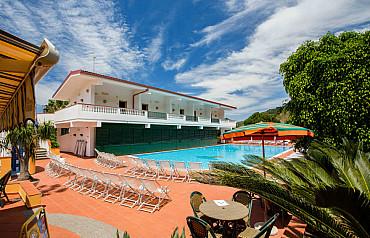Hotel SL**** soggiorno mare in Calabria a Parghelia, vicino a Tropea pensione completa