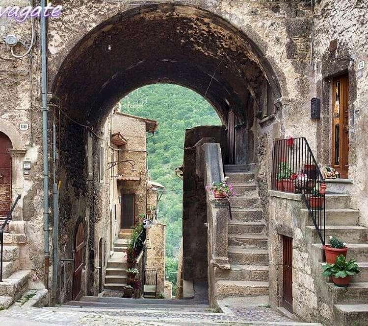 In moto in Abruzzo : 3 Giorni /2 notti  per monti  e per mare
