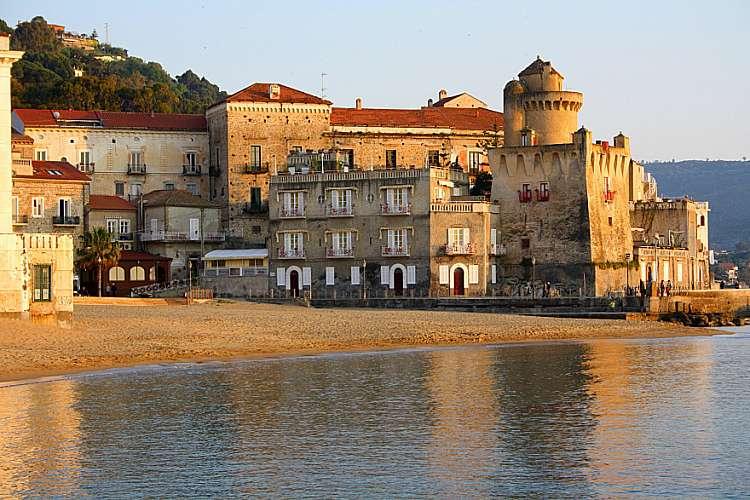 """Settembre mare ad Agropoli, con tour """"Benvenuti al sud"""" a Castellabate"""